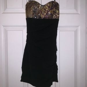 Dresses & Skirts - Black fitted dress with sequin top